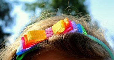 Akcesoria do upinania dziecięcych włosów – jakie wybrać? 10 prostych zasad.