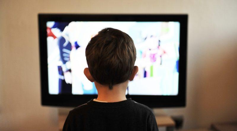 Czy telewizja kłamie i manipuluje? Suplementy diety, żywność i zabawki dla dzieci
