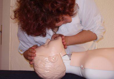 Pierwsza pomoc przy omdleniu. Grafika do pobrania